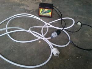 Colokan kabel masuk ke genset listrik mini portabel