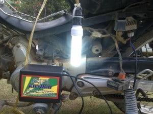 lampu nyala 3 300x225 - Genset Listrik Mini Portable Untuk Lampu