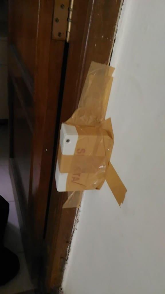 Ini bila di lihat dari sisi depan.  Kotak tisu dipasang di ititk yang kropos yang masih aktif rayapnya.