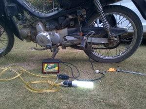 lampu nyala 300x225 - Genset Listrik Mini Portable Untuk Lampu